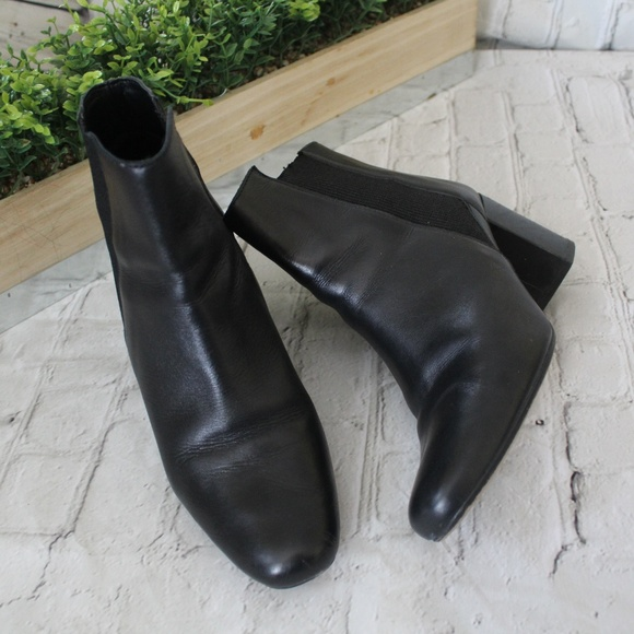 bfdc1de1b66 Zara Leather Ankle Boots Block Heel Stretch. M 5c52061cc89e1d5978852709